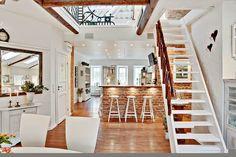 Virlova Interiorismo: [Loft] Un loft en ladrillo visto, blanco y madera