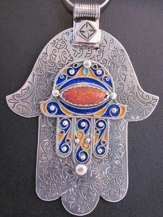Silver Enamel Fatima Hand from South Morocco. The hamsa hand (Arabic) or hamesh hand (Hebrew) is an old amulet for magical protection from the envious or evil eye, used in both jewish and islamic populations. Fatima Hand, Boho Hippie, Tribal Jewelry, Silver Jewelry, Hamsa Jewelry, Jewelry Art, Hamsa Art, Moroccan Jewelry, Turkish Jewelry