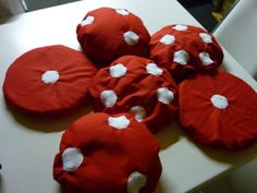 snoezel: paddenstoelkussentjes elk met een andere vulling