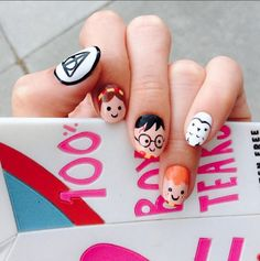 Having short nails is extremely practical. The problem is so many nail art and manicure designs that you'll find online Harry Potter Nail Art, Harry Potter Nails Designs, Cute Nail Art, Cute Nails, Pretty Nails, Nail Art Disney, Acrylic Nails, Gel Nails, Nail Polish