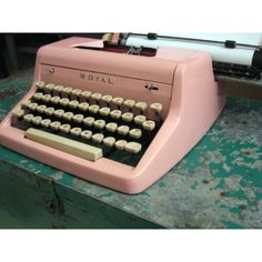 I love vintage typewriters