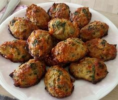 Cauliflower cheese pepper with spinach and cheddar Vegetarian Recipes Easy, Veggie Recipes, Cooking Recipes, Healthy Recipes, Great Recipes, Tapas, English Food, Greens Recipe, Lchf