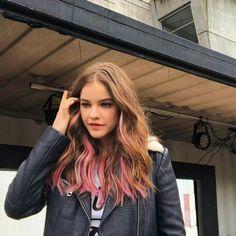 Hair Color Streaks, Hair Color Dark, Cool Hair Color, Pink Hair Highlights, Cabelo Rose Gold, Hair Color Underneath, Hair Shades, Maquillage Halloween, Aesthetic Hair