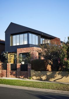 Brodecky house atlas architects media - photos and videos - 2 archello Townhouse Exterior, Modern Townhouse, Modern Brick House, Modern House Design, Modern Exterior House Designs, Modern House Facades, Modern Buildings, Facade Design, Exterior Design