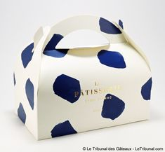 Arty and elegant cake packaging for the celebrity Parisian chef Cyril Lignac. Cake Boxes Packaging, Branding And Packaging, Cake Branding, Dessert Packaging, Bakery Packaging, Cool Packaging, Food Packaging Design, Packaging Design Inspiration, Luxury Packaging