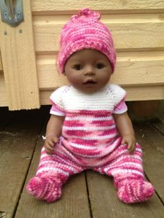 Baby Born doll in knitted outfit Knitting Dolls Clothes, Crochet Doll Clothes, Knitted Dolls, Doll Clothes Patterns, Baby Born Clothes, Bitty Baby Clothes, American Girl Crochet, Baby Girl Crochet, Girl Dolls