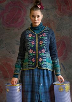 Pretty full-length cardigan with a knit jacquard pattern in cotton yarn that is partly recycled. Elegant embroidery adorns the button edge down the front. Swedish Fashion, Scandinavian Fashion, Gudrun, Knitting Machine Patterns, Boucle Jacket, Knitted Coat, New Shape, Coton Biologique, Models
