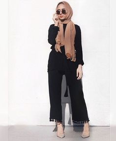 What To Wear Hijab Outfit In Black – Hijab Fashion 2020 Islamic Fashion, Muslim Fashion, Modest Fashion, Fashion Outfits, Modest Wear, Modest Dresses, Modest Outfits, Summer Outfits, Black Outfits