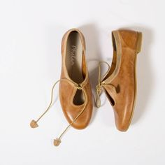 These beautiful Keyhole pumps not only work in Winter but Summer too. www.phelan.co.za . . . #phelanfootwear #phelan #shoponline #instashoes #footwear #ladiesfootwear #genuineleather #localandleather #proudlysouthafrican #safashion #fashion #summer #winter #shoes Summer Winter, Winter 2017, Winter Shoes, Lace Up, Footwear, Pumps, Flats, Age, Beautiful