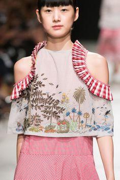 Rahul Mishra at Paris Fashion Week Spring 2017 - Details Runway Photos