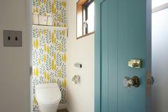 Cozy Decor, Small Toilet Room, Room Interior, Stylish Bathroom, Wallpaper Toilet, Interior Wallpaper, Toilet, Interior Deco, Downstairs Toilet