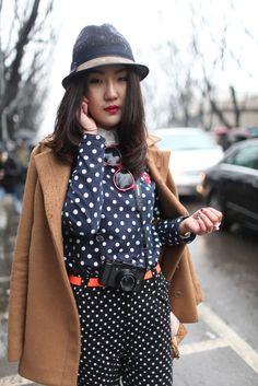 womensweardaily: They Are Wearing: Milan Fashion Week Photo by Kuba Dabrowski Milan Fashion Week Street Style, Milan Fashion Weeks, Street Style Women, Love Fashion, Fashion News, Womens Fashion, Fashion Trends, Fashion Styles, Casual Chic