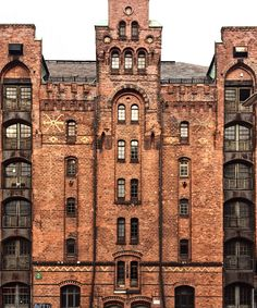 Brick In The Wall, Victorian Homes, Interior Architecture, Facade, Places To Visit, Germany, England, Mansions, Cut Outs