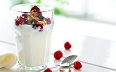 Rugdrys og hindbærkompot til tykmælk Et lækkert mellemmåltid til dig der nyder at gøre lidt ekstra ud af det. Kan fx serveres til brunch.