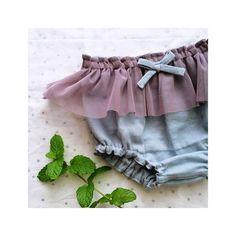 すごく好みなの出来た❤︎ フリル部分をチュールにしてみました。 こんな配色も大好き。 娘たちに着せたかったな〜(←最近こればっかり)。 85センチくらいかな。 ダブルガーゼを使いました。 ⁂ ⁂ ⁂ ⁂ #ブルマー #オーバーパンツ #おむつカバー #ラッフルパンツ #bloomer #babybloomers #babywear #overpants #babywear #girlswear #handmadegirlswear #bikini #babybikini #出産祝い #赤ちゃんの服 #ベビービキニ #フリルパンツ #babybloomer #babyclothes #infant #enfant #baby #bebe #preasentforbaby #rufflebloomers #rufflebloomers #チェックアンドストライプ  #checkandstripe #cssakuhinpost #ダブルガーゼ #チュール #80cm