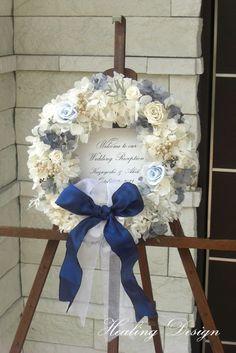 最近どんどん増えてきているというお花たっぷりのウェルカムリース♡クラシカルな結婚式に♡白い結婚式にぴったりのウェルカムボードまとめ一覧♪