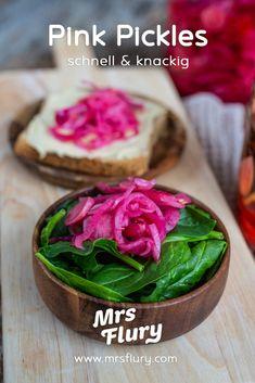 Pink Pickles - schnell eingelegtes Gemüse - Mrs Flury - gesunde Rezepte Comfort Food, Pickles, Food And Drink, Pink, Vegetables, Recipes, Sport, Easy Cooking, Healthy Snack Foods