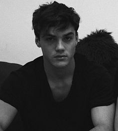"""lovin-the-dolans: """" Summary: Because it's cold, Ethan lets you borrow his sweatshirt. But Grayson doesn't seem too happy about that. Requested: Yerp :) Word Count: A/N: This picture has me feeling. Ethan And Grayson Dolan, Ethan Dolan, Justin Bieber, Dollan Twins, Bae, Look At You, Pretty People, Pretty Guys, To My Future Husband"""