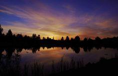 Poster & Download: Dawn Dämmerung Fluss Natur Draußen Placid Reflection Kategorien: landschaften, dawn, dusk, lake, nature, outdoors, placid, reflection, river, silhouette, sky, sunrise, sunset, trees, water