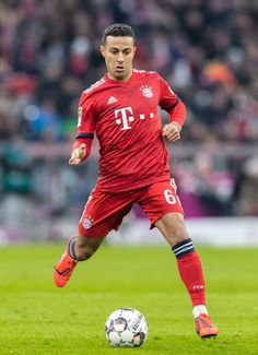 MUNICH, GERMANY - JANUARY Thiago Alcantara of FC Bayern Muenchen runs with the ball during the Bundesliga match between FC Bayern Muenchen and VfB Stuttgart at Allianz Arena on January 2019 in Munich, Germany. (Photo by Boris Streubel/Getty Images) Best Football Players, Soccer Players, Football Soccer, Soccer Ball, Tottenham Football, Manchester United Legends, Fc Bayern Munich, Most Popular Sports, Liverpool Fc