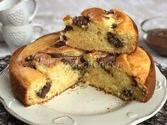 La torta mascarpone e nutella è un dolce sofficissimo e goloso. Una nuvola che si scioglie in bocca.