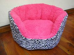 Cucha en color rosa con motivo de cebra en su exterior