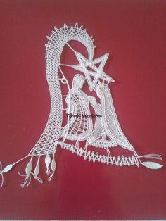presepe eseguito da me su disegno di Gianfranca Tolloi Bobbin Lace Patterns, Lace Heart, Lace Jewelry, Filet Crochet, Lace Detail, Lana, Butterfly, Embroidery, Xmas Ideas
