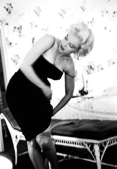 1955 was a year of change for Marilyn Monroe. After leaving Hollywood for New York, and abandoning her contract with Twentieth Century Fox, . Hollywood Glamour, Classic Hollywood, Old Hollywood, Estilo Marilyn Monroe, Marilyn Monroe Photos, Brigitte Bardot, Divas, Cinema Tv, Mae West