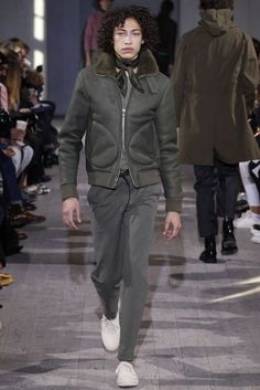Officine Generale showed its Fall/Winter 2017 collection during Paris Fashion Week. New Mens Fashion, Fashion Show, Men's Fashion, Paris Fashion, Vogue Paris, Winter 2017, Fall Winter, Autumn, Mens Fall