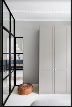 Bedroom Built In Wardrobe, Ikea Wardrobe, Wardrobe Handles, Wardrobe Doors, Luxury Homes Interior, Home Interior Design, Home Bedroom, Bedroom Decor, Ikea Pax