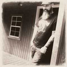 Ep284 - Edward David Anderson - On Americana Music Show #284, Edward David Anderson plays tracks from Lower Alabama: The Loxley Sessions, & talks about working with Anthony Crawford, getting sentimental, and life on the Gulf Coast.  Also on this episode a new folk/blues album from Luther Dickinsin, new string band music from The O's, classic country from Johnny Cash, retro-vintage rock from The Cactus Blossoms, another track from that beautiful Chapin Sisters album.