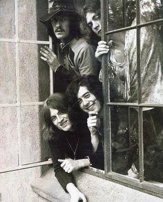 Page, Plant, Jones e Bonham, foi o quarteto que influênciou o rock de tal maneira que são lembrados como a banda mais popular da década de 70, Led Zeppelin.  foto: http://www.lastfm.com.br/music/Led+Zeppelin/+images/57194
