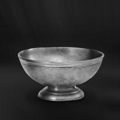 Footed Pewter Bowl - Diameter: 14 cm (5,5″) - Food Safe Product - #footed #bowl #pewter #catinella #ciotola #scodella #bacinella #base #peltro #zinnschüssel #schüssel #fuß #zinn #étain #etain #peltre #tinn #олово #оловянный #tableware #dinnerware #table #accessories #gifts #giftware #home #housewares #decor #design #bottega #peltro #GT #italian #handmade #made #italy #artisans #craftsmanship #craftsman #primitive #vintage #antique