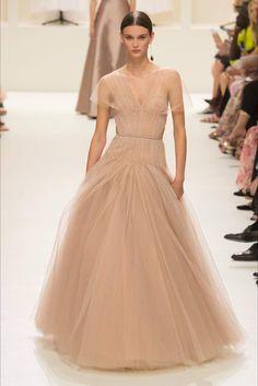 Christian Dior Parigi - Haute Couture Fall Winter - Shows - Vogue. Dior Haute Couture, Couture Christian Dior, Style Couture, Couture Fashion, Fashion Week, Love Fashion, High Fashion, Fashion Show Collection, Couture Collection