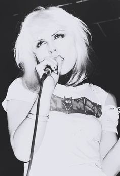Blondie - but who else really? First Rapper, Vintage Rock T Shirts, I See Stars, Blondie Debbie Harry, The New Wave, Joan Jett, Concert Posters, Famous Women, Music Love