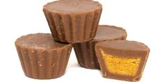 If you're a fan of Reese's Peanut Butter Cups, you're going to love our keto-friendly high-fat, sugar-free and nut-free version! You can use regular sunbutter, our homemade recipe or try mixing things up by using the nut or seed butter of your choice. We use cupcake cases and a cupcake tin for that traditional peanut butter cup shape, but feel free to use any shape mould you like. [mpprecipe-recipe:7] Fat bombs are a great way to easily increase your fat intake as a ketopian -...