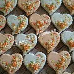 Сердечки с розами – купить или заказать в интернет-магазине на Ярмарке Мастеров | Такие пряники будут замечательным подарком на…
