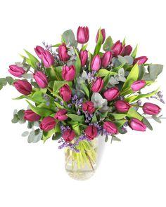 Eleganță, mister, prospețime. Acestea sunt ingredientele care se regăsesc în acest buchet superb cu lalele mov. Acest buchet este potrivit pentru persoanele de orice vârstă și este un mod prin care îți poți arăta dragostea și respectful pentru cneva drag. Comandă-l online, iar noi îl livrăm la domiciliu în cel mai scurt timp. #purple #tulips #lalele Magnolia, Glass Vase, Flora, Plants, Home Decor, Decoration Home, Room Decor, Magnolias, Plant