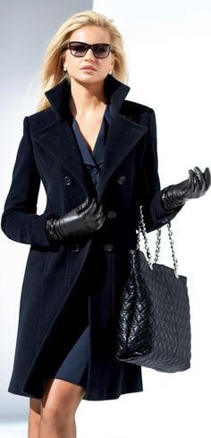 Classy coat dress and bags that easy. Fashion Tag, Fashion Over, Look Fashion, Winter Fashion, Womens Fashion, Fashion Trends, Blue Fashion, Trendy Fashion, Looks Style