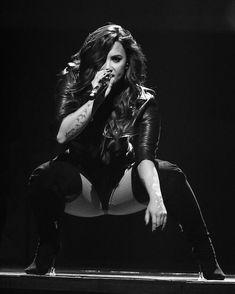 Celebs Discover al ( Guitar Girl, Beyonce, Divas, Demi Lovato Body, Demi Love, Demi Lovato Pictures, Poses, Celebs, Celebrities