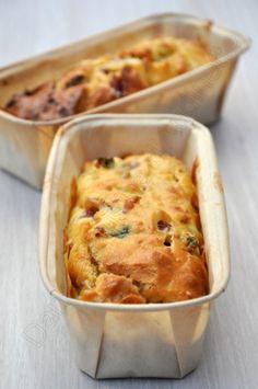 Gâteau au yaourt salé aux lardons et feta #recette #gâteau #yaourt #lardon #facile