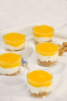 Solero Trifle, dessert cream with vanilla and passion fruit, vegan possible, from the Thermomix The post Solero trifle. appeared first on Food Monster. Quick Dessert Recipes, Easy Cake Recipes, Top Recipes, Easy Desserts, Trifle, American Cheesecake, Food Cakes, Recipe For 4, Mousse