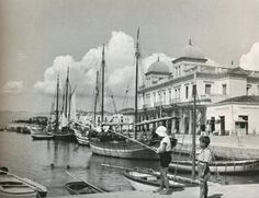 Xαλκίδα 1935/ Chalkis, Greece 1935/ Μαρία Χρουσάκη (1899-1972) Great Photographers, Old Photos, Greece, Around The Worlds, Ships, Memories, Amazing, Places, Photography