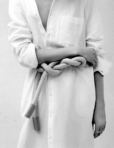 """the belt """"Estate"""" Amica, June 2014 White Fashion, Look Fashion, Fashion Details, Fashion Design, Net Fashion, Minimal Fashion, Fashion Outfits, Beige Outfit, Camille Over The Rainbow"""