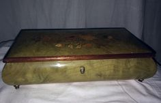 Floral LACQUERED INLAID WOODEN BOX by NOTTURNO INTARSIO Sorranto Italy - Vanity Accessories- from Evintage, beautiful!