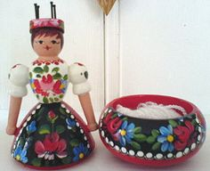 spoolknitter with wool-holder as base for the dolly