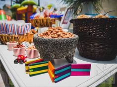 """Estarán deacuerdo con nosotros que un Candy Bar no puede faltar en una fiesta? en La Fete & Co. tenemos las mejores opciones para el tuyo, con el mejor mobiliario y los duclces y salados más ricos y originales! en esta ocación, para el bautizo de Leonardo elegimos un """"mood"""" muy mexicano donde servimos esquites recién hechos, papas adobadas, cacahuates, dulces típicos mexicanos, y deliciosos churros con cajeta!! gracias Luis y Lore por elegirnos!! #lafete #sweet #sumandomomentos #fiesta…"""