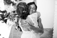 A beautiful hug between Mother in-law and Daughter in-law | Anika London Photography