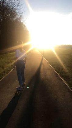 Film Aesthetic, Aesthetic Videos, Summer Aesthetic, Retro Aesthetic, Aesthetic Photo, Aesthetic Pictures, Skateboard Photos, Skateboard Videos, Skateboard Girl