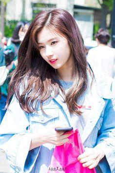 Sana twice sexy 사나 트와이스 Nayeon, Kpop Girl Groups, Korean Girl Groups, Kpop Girls, Sana Kpop, Asian Woman, Asian Girl, Sana Cute, Cool Girl